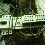 Stromverkabelung der Fräsmaschine